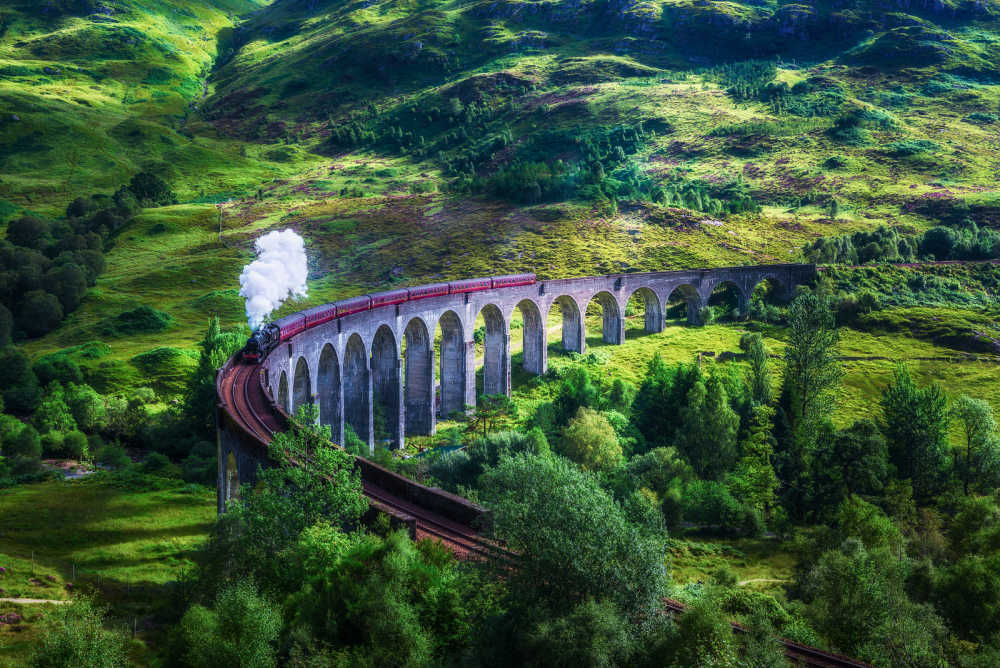 Glenfinnan-viaduct + steam-train